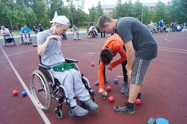 В Дзержинске состоялся Открытый Кубок города по игре в бочча, который организовала общественная организация инвалидов-колясочников «ПараПлан».